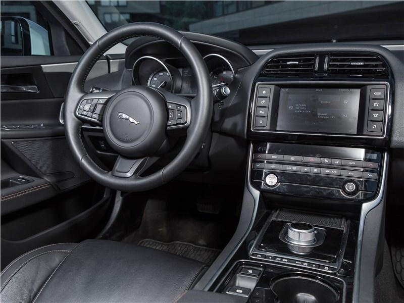 Jaguar XE 2016 салон