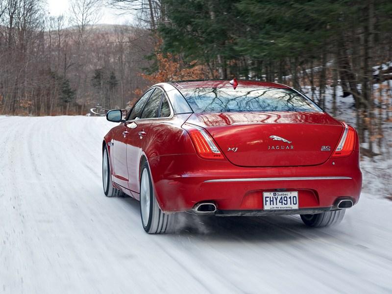 Jaguar XJ 2012 вид сзади