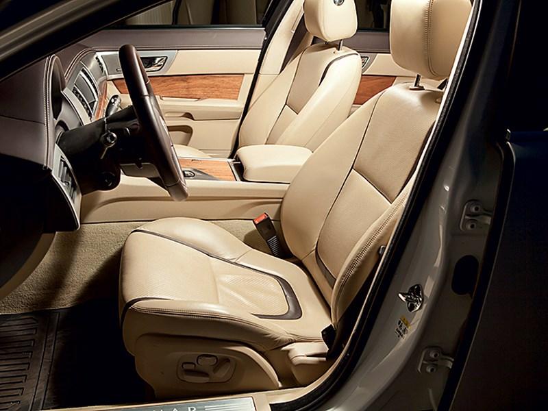 Jaguar XF 3.0 D 2011 передние кресла