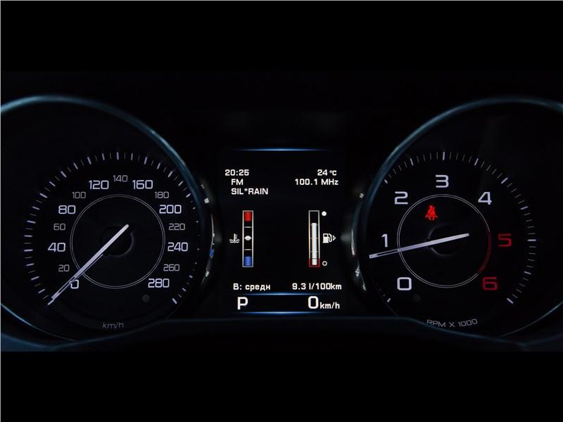 Jaguar XE 2016 приборная панель