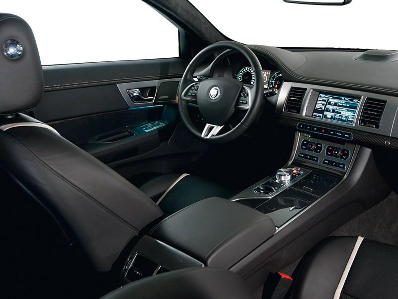 Jaguar XF 3.0D водительское место