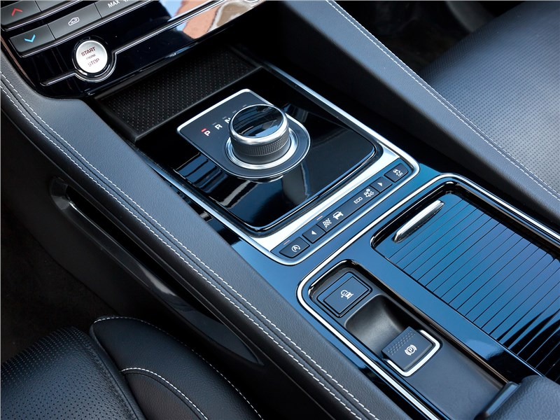 Jaguar F-Pace 2016 8АКПП