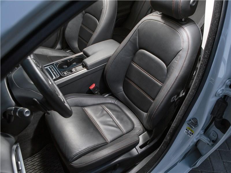 Jaguar XE 2016 передние кресла