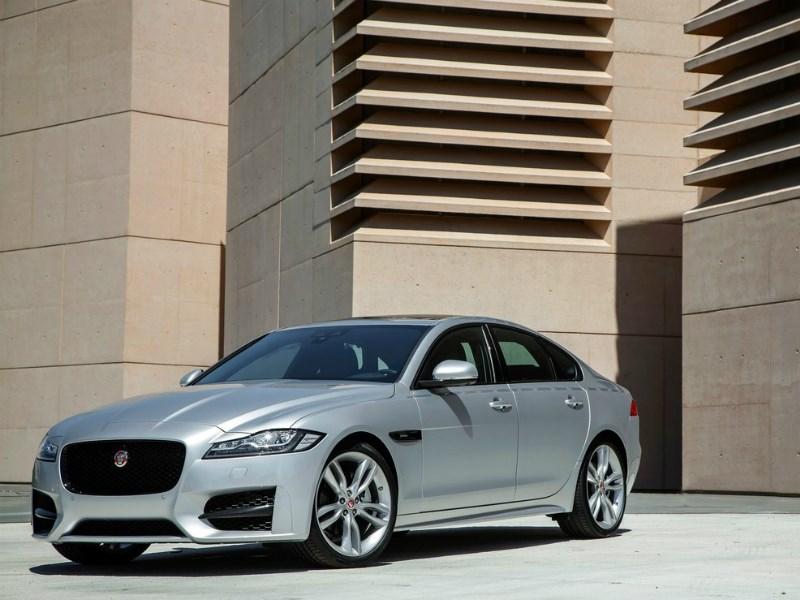 Jaguar отзывает более полутора тысяч своих автомобилей в России