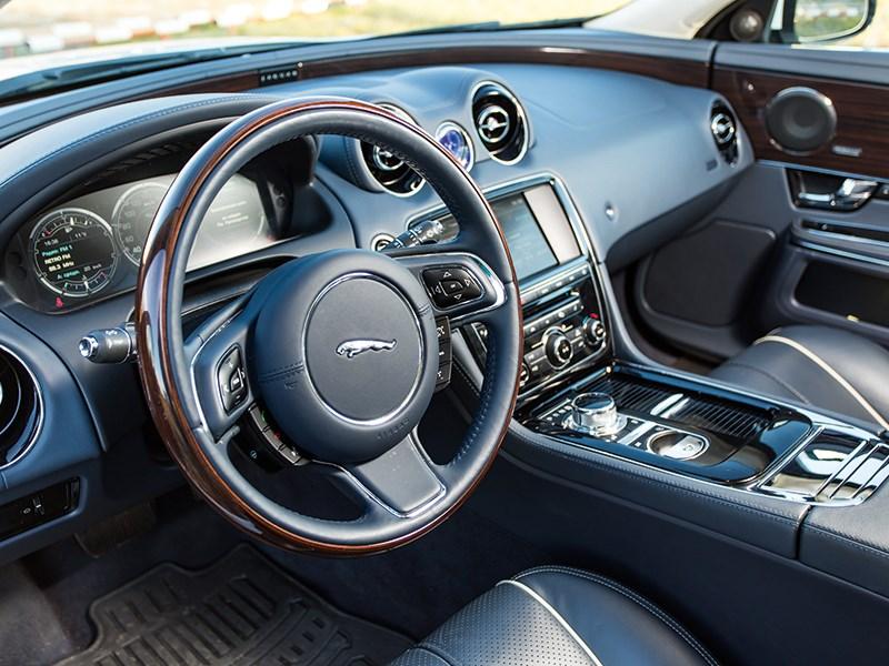 Jaguar XJ 2012 салон