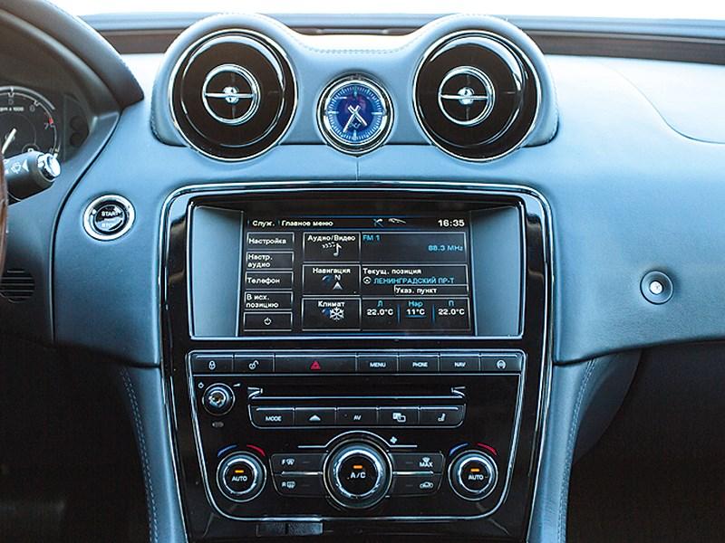 Jaguar XJ 2012 центральная консоль
