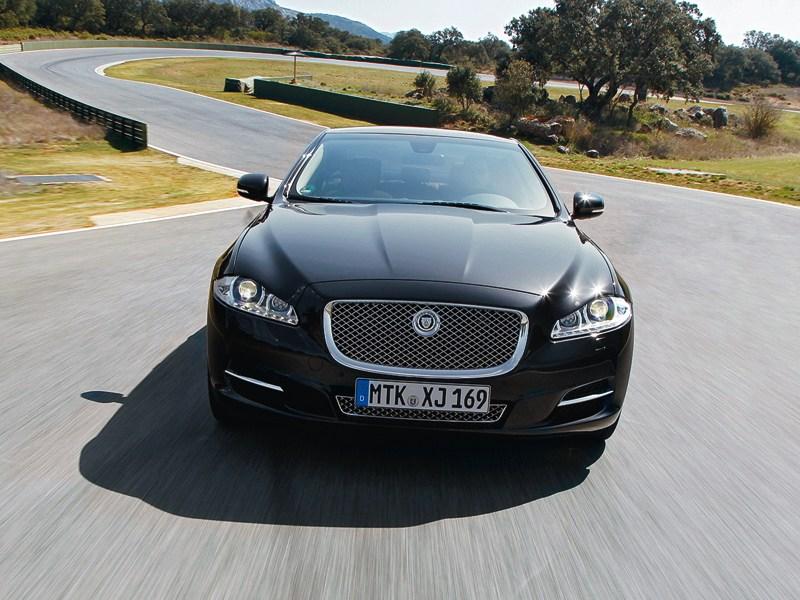 Jaguar XJ вид спереди