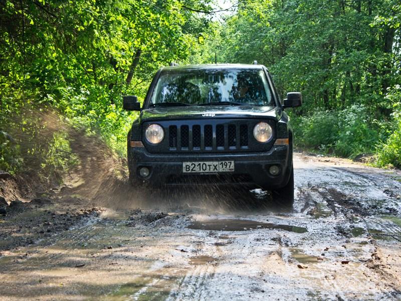Jeep Liberty 2007 вид спереди