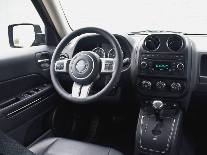 Jeep Liberty 2007 водительское место
