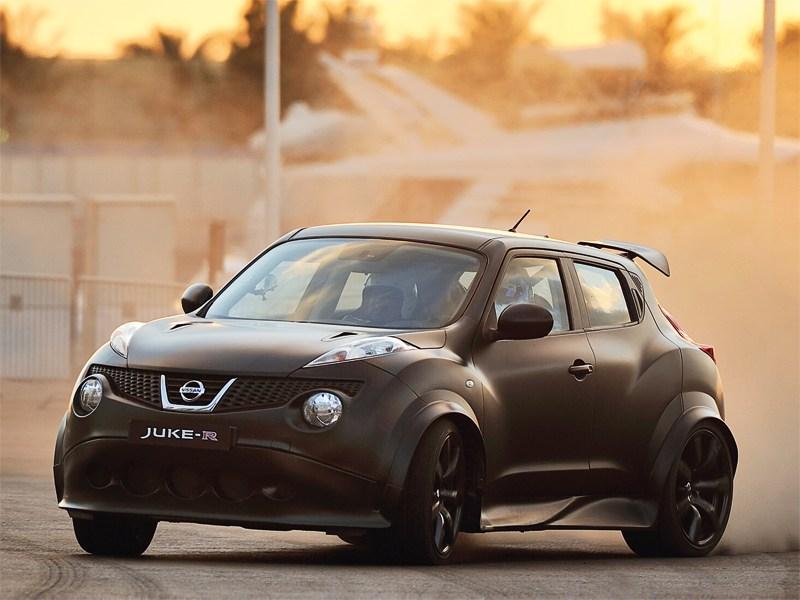Nissan Juke R вид спереди