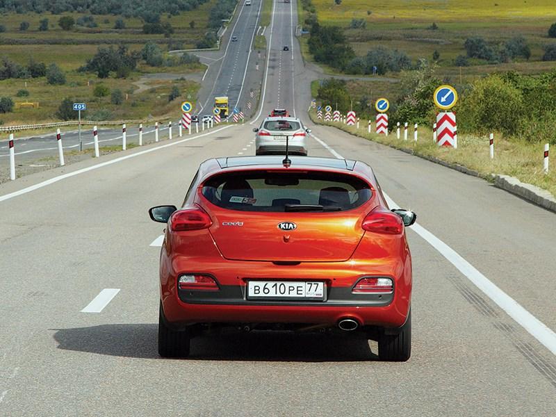 Kia Pro cee'd 2013 вид сзади