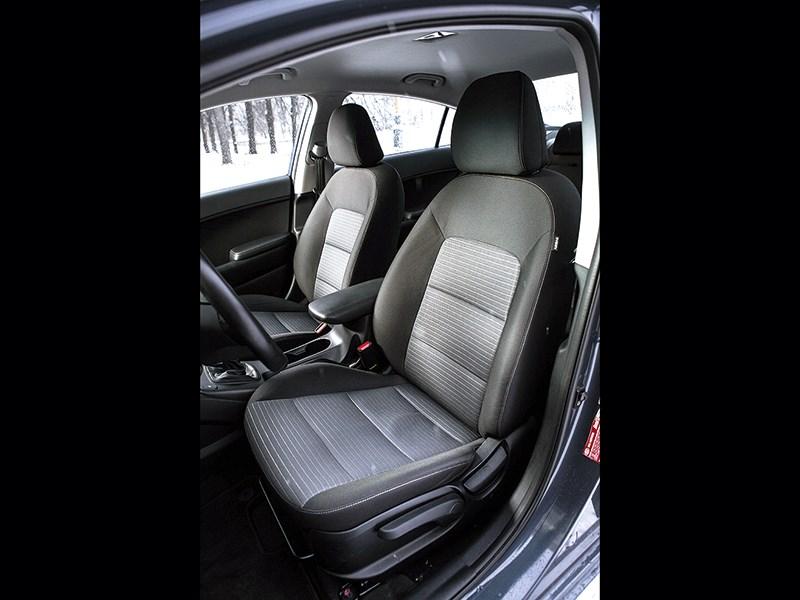 Kia Cerato 2013 передние кресла