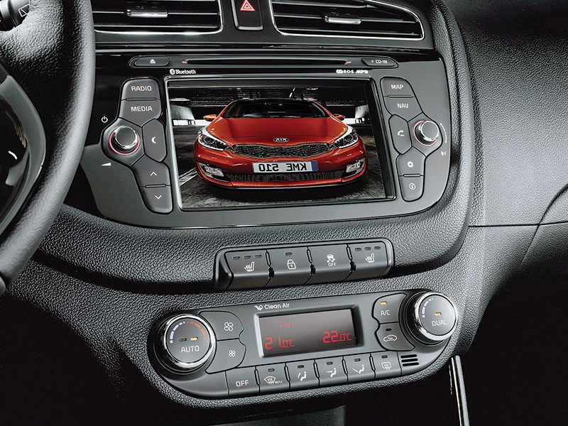 Kia Pro cee'd 2013 центральная консоль
