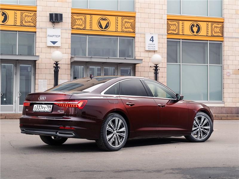 Audi A6 45 TDI (2020) вид сзади