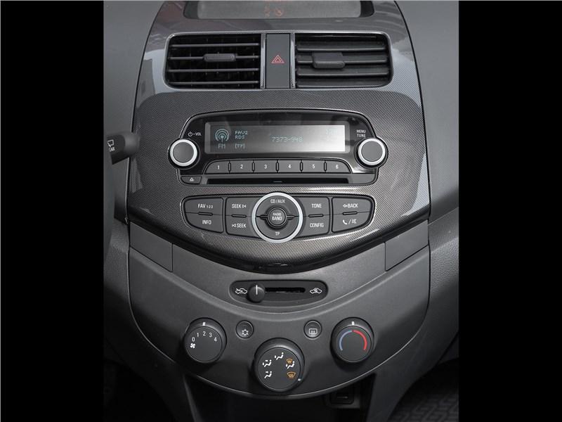 Chevrolet Spark (2010) центральная консоль