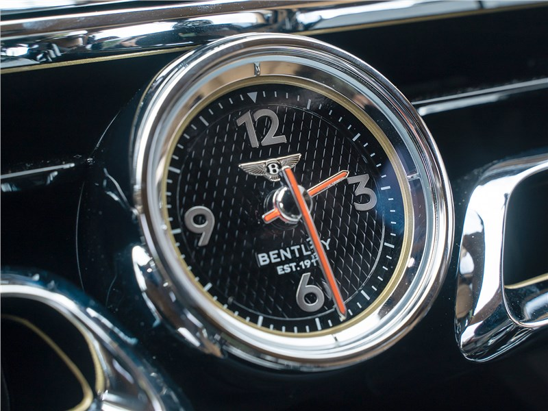 Bentley Flying Spur (2020) часы