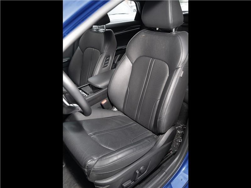 Kia K5 (2021) передние кресла