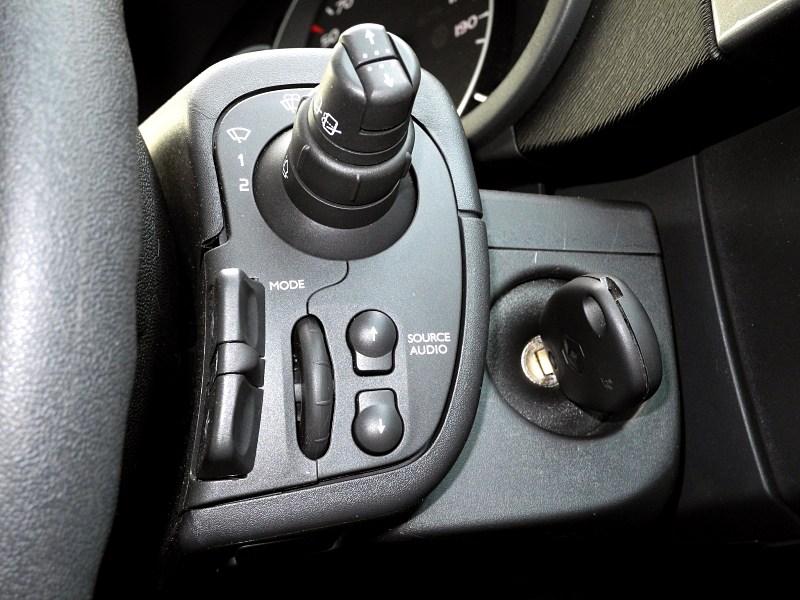 """Renault Kangoo 2012 управление """"музыкой"""" на руле"""