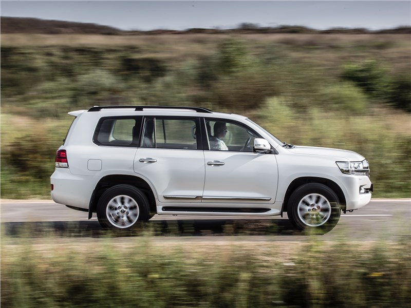 Toyota Land Cruiser 2016 вид сбоку