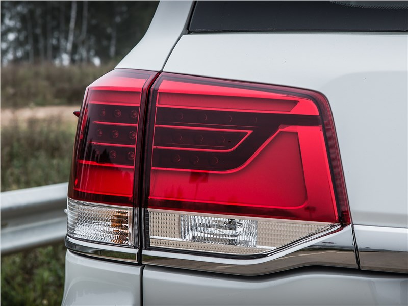 Toyota Land Cruiser 2016 задний фонарь