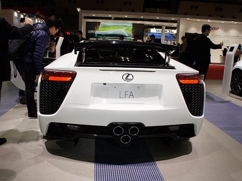 Lexus LFA 2011 вид сзади
