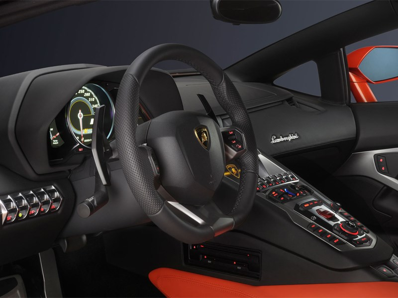 Lamborghini Aventador LP700-4 2013 водительское место