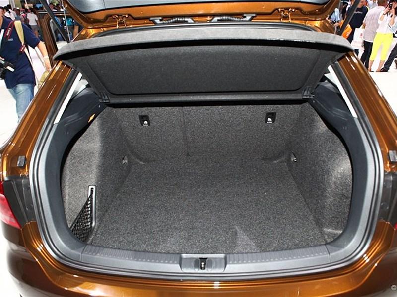 Volkswagen Cross Lavida 2014 багажное отделение