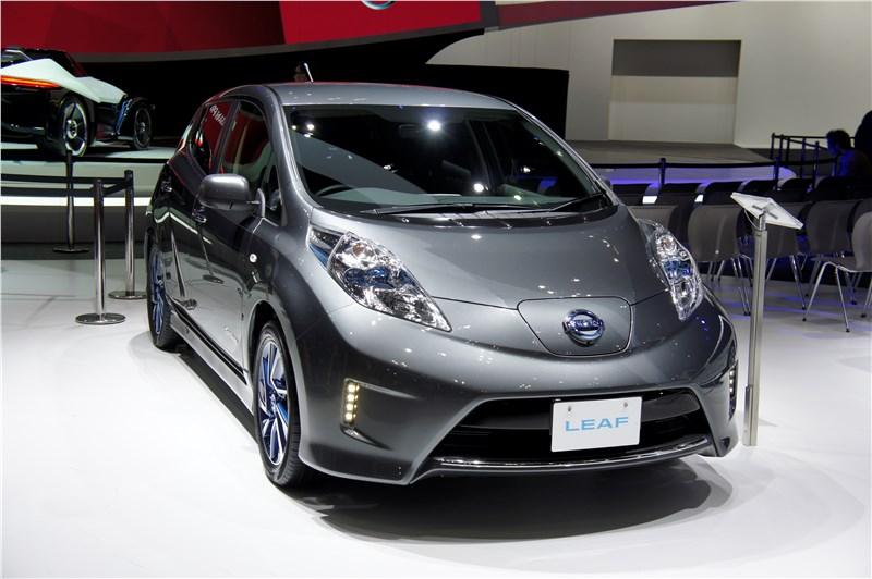 Nissan Leaf 2013 вид спереди