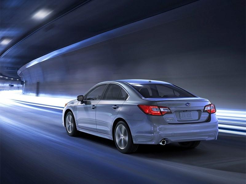 Subaru Legacy 2014 вид сзади