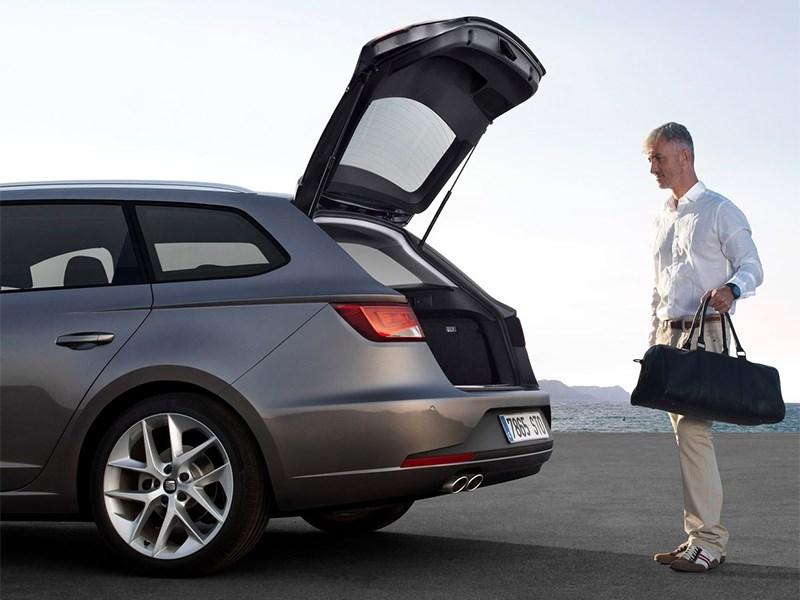 SEAT Leon ST 2014 вид сзади