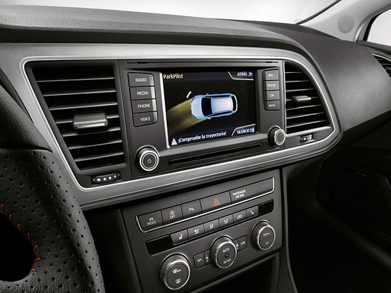 SEAT Leon ST 2014 центральная консоль