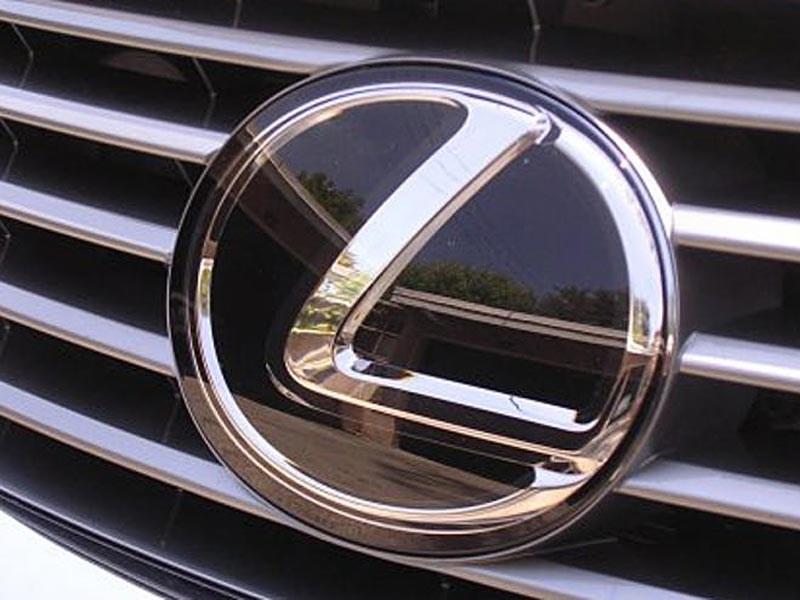 Lexus всех заинтриговал