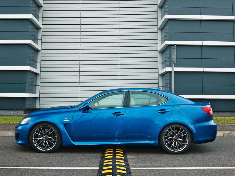 Lexus IS-F 2011 вид сбоку
