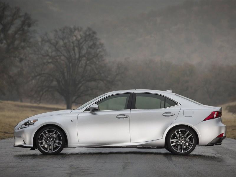 Lexus IS 2013 вид сбоку