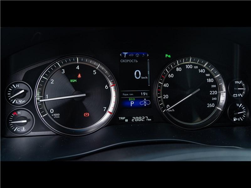 Lexus LX 570 2016 приборная панель