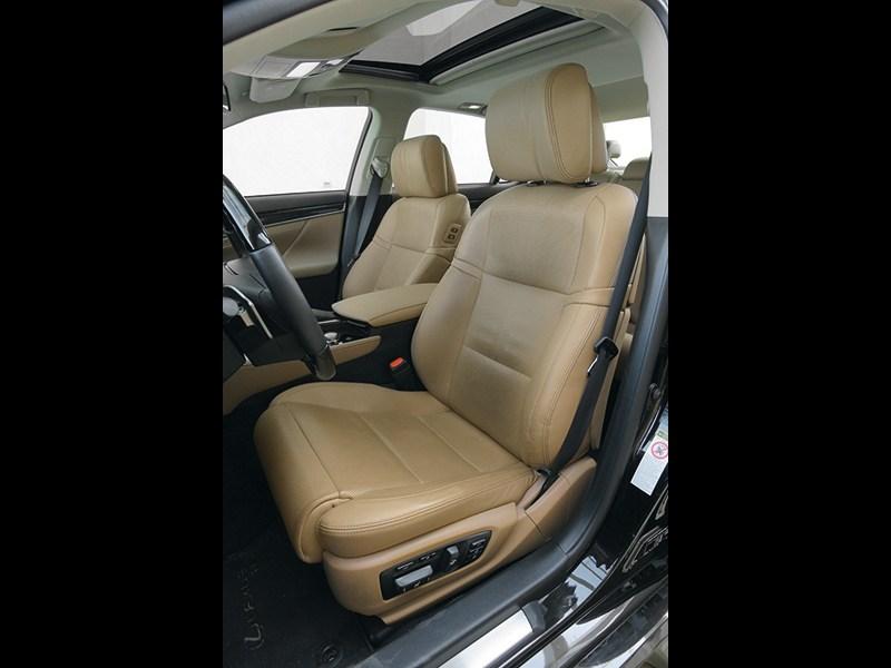 Lexus GS 2011 передние кресла