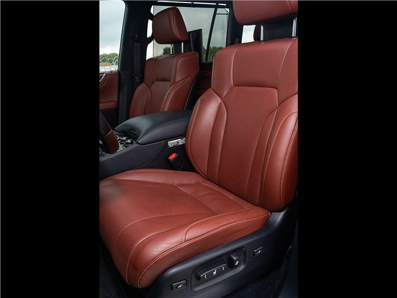 Lexus LX 570 2016 передние кресла