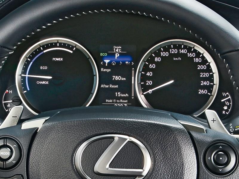 Lexus IS 2013 приборная панель