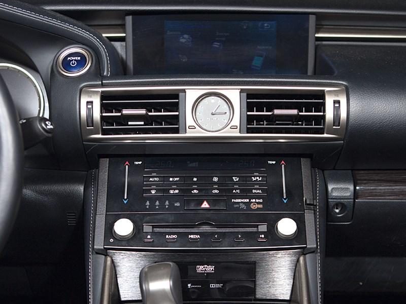 Lexus IS 2013 центральная консоль