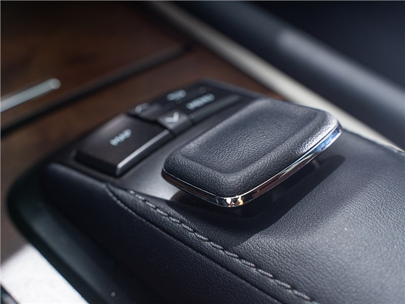 Lexus LX 570 2016 джойстик