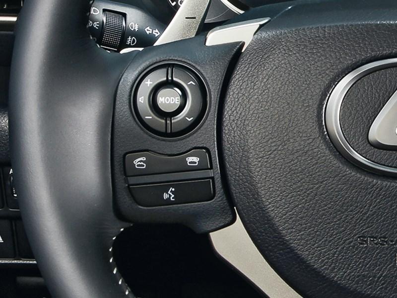 Lexus IS 2013 кнопки управления на руле