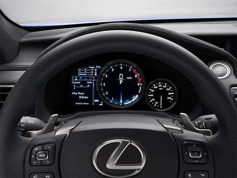 Lexus RC F 2014 приборная панель