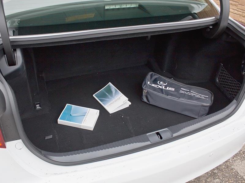 Lexus GS450h 2012 багажное отделение