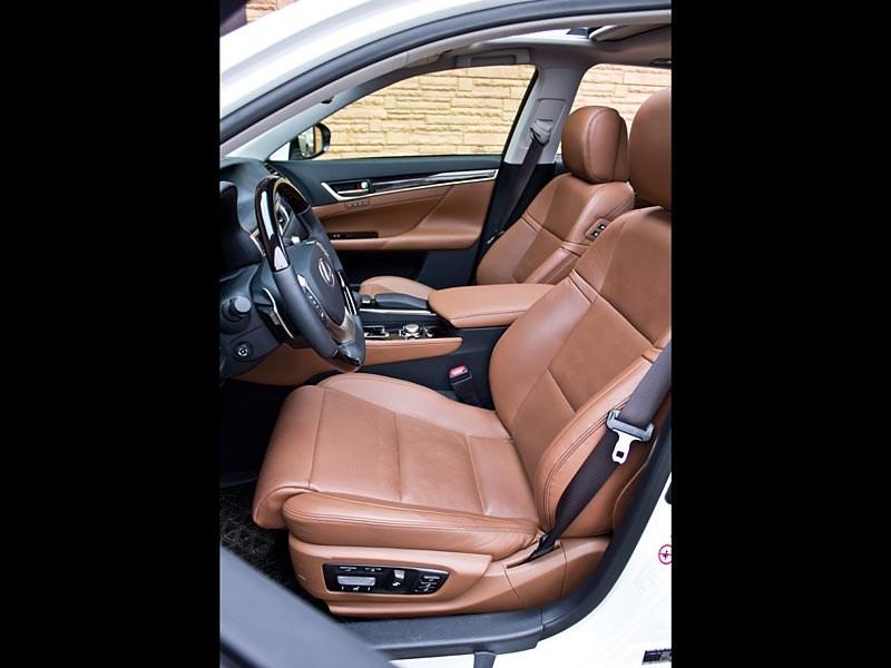 Lexus GS450h 2012 передние кресла