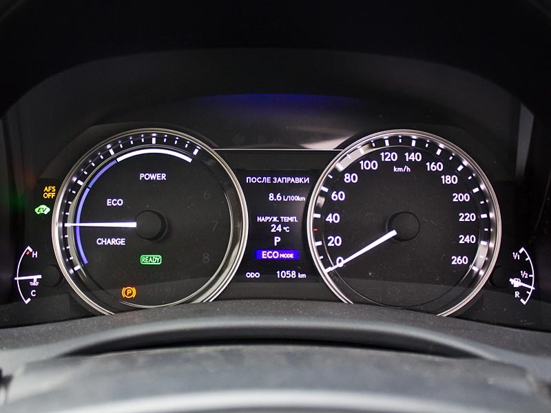 Lexus GS450h 2012 приборная панель
