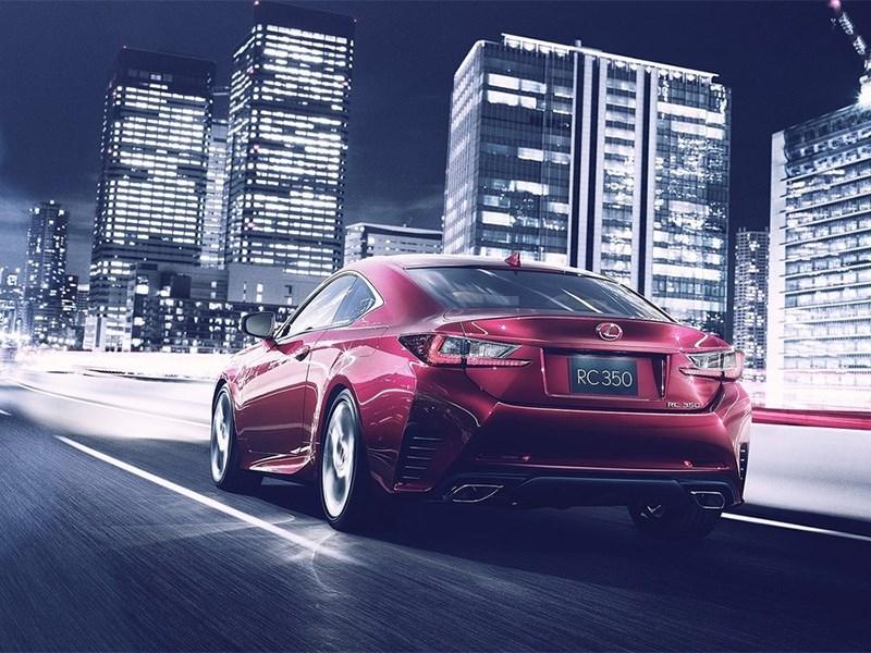 Lexus RC 2015 вид сзади