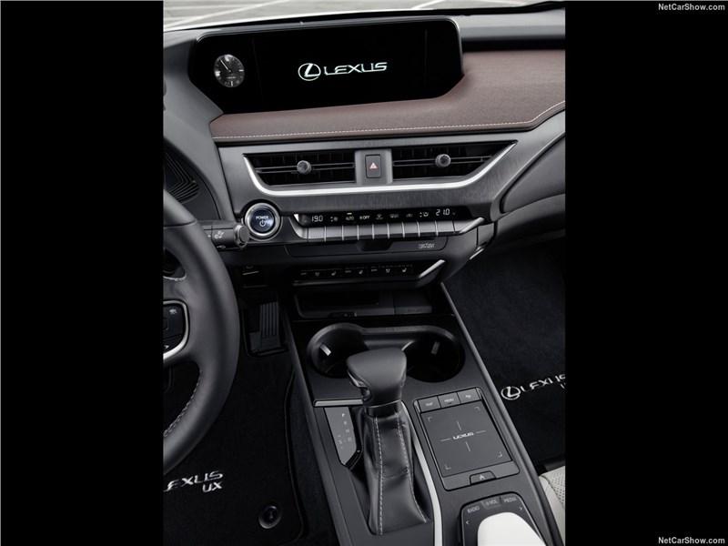 Lexus UX 2019 центральная консоль