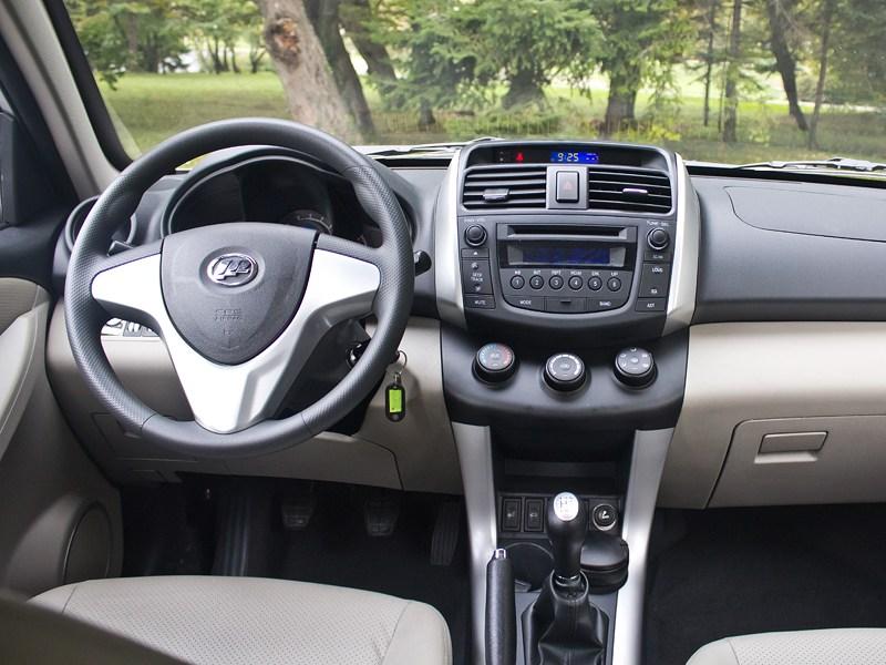 Lifan X60 2012 водительское место