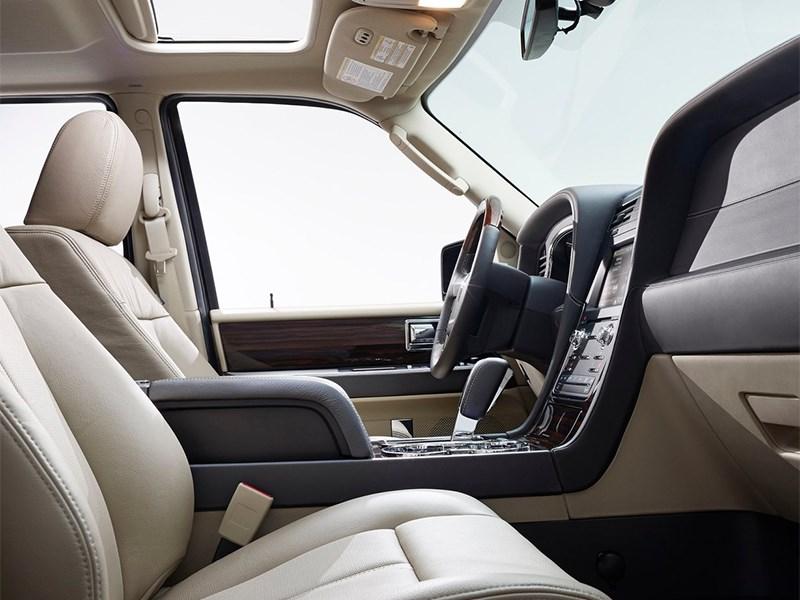 Lincoln Navigator 2014 передние кресла