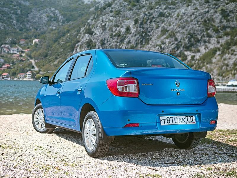 Renault Logan 2014 вид сзади